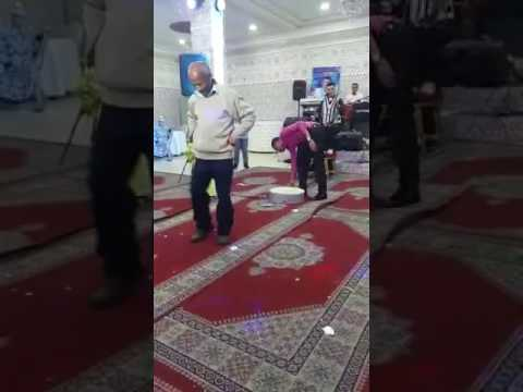 فيديوا شخص يرقص رقص غريب على الشعبي thumbnail