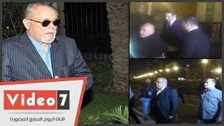 شاهد.. علاء مبارك وصلاح عبد الله ولطفى لبيب بعزاء محمود عبد العزيز
