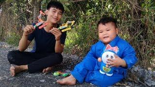Đồ chơi trẻ em bé pin võ sĩ bắt doremon  ❤ PinPin TV ❤ Baby toys boxer catch