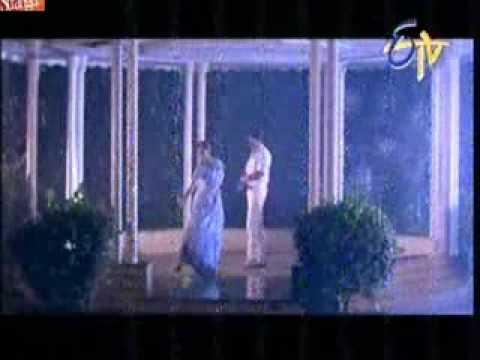 Hot Rain Dance In Saree