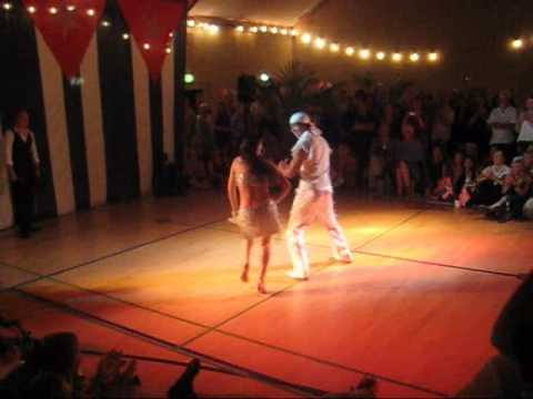 Johanna & Roynet improvise Cuban salsa at the Nordic Championships 2009. Video