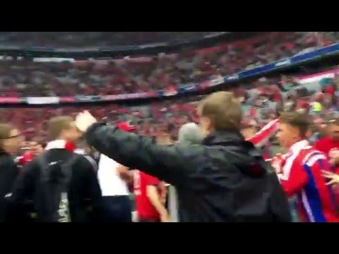 Allianz Arena wird gestürmt | Bayern - Hannover | 2015/16