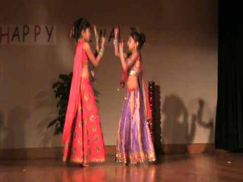 Maine Payal Hai Chankai By Alissa & Saloni video