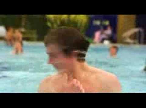 Trailer - Angus, thongs and perfect snogging