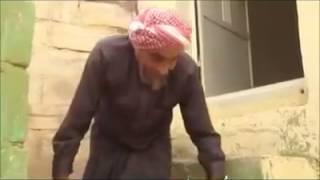 77 سنة و الرجل يذهب للمسجد حبوا