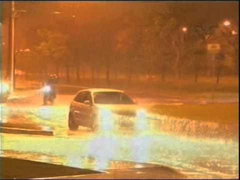 Forte chuva de apenas 15 minutos alagou pontos de Uberlândia
