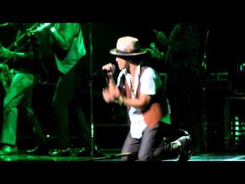 Bruno Mars - Gorilla ( 8-27-13 Orlando, Fl ) Moonshine Jungle Tour video