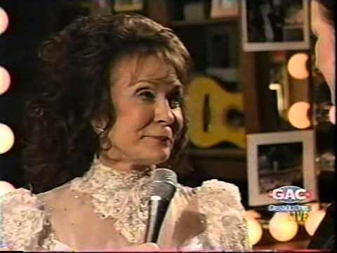 Loretta Lynn - My Past Brought Me To You (your Past Bro