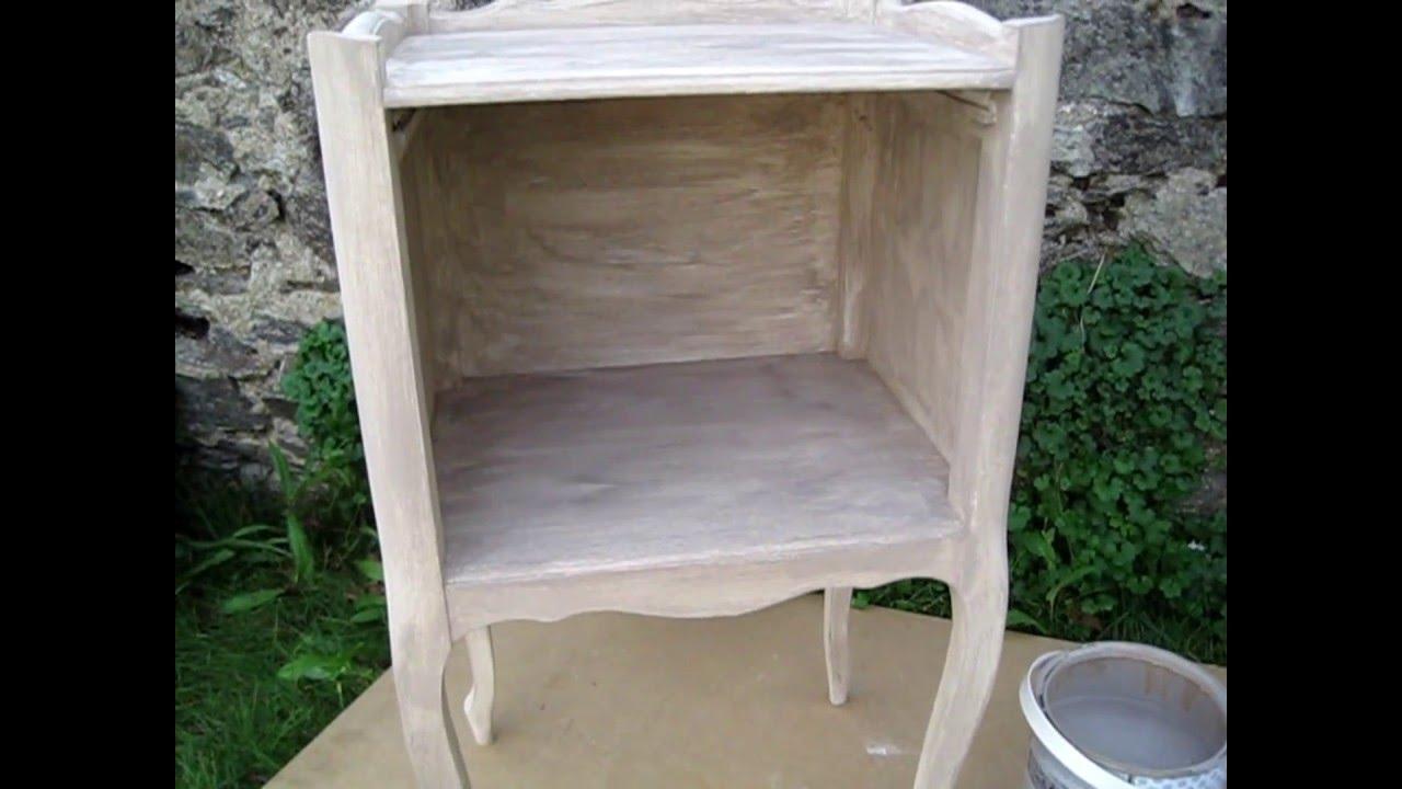 peindre un lit en bois cire. Black Bedroom Furniture Sets. Home Design Ideas