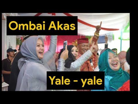 Heboh !!!, medley lagu Yale - yale dan Ombai Akas oleh orang lampung ini.
