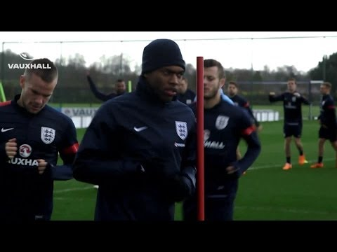 ENGLAND WARMING UP FOR WEMBLEY: Gerrard, Rooney &  rest of squad train ahead of Denmark match