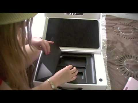 Dumb girl fails at  15 Macbook Pro Unboxing
