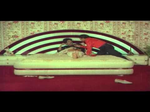 Aakhari Poratam Movie || Nagarjuna & Sridevi In Car Comedy Scene || Nagarjuna, Sridevi, Suhasini video