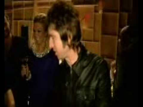 Noel & Liam Gallagher (Brit Awards Feb 2007 Backstage)