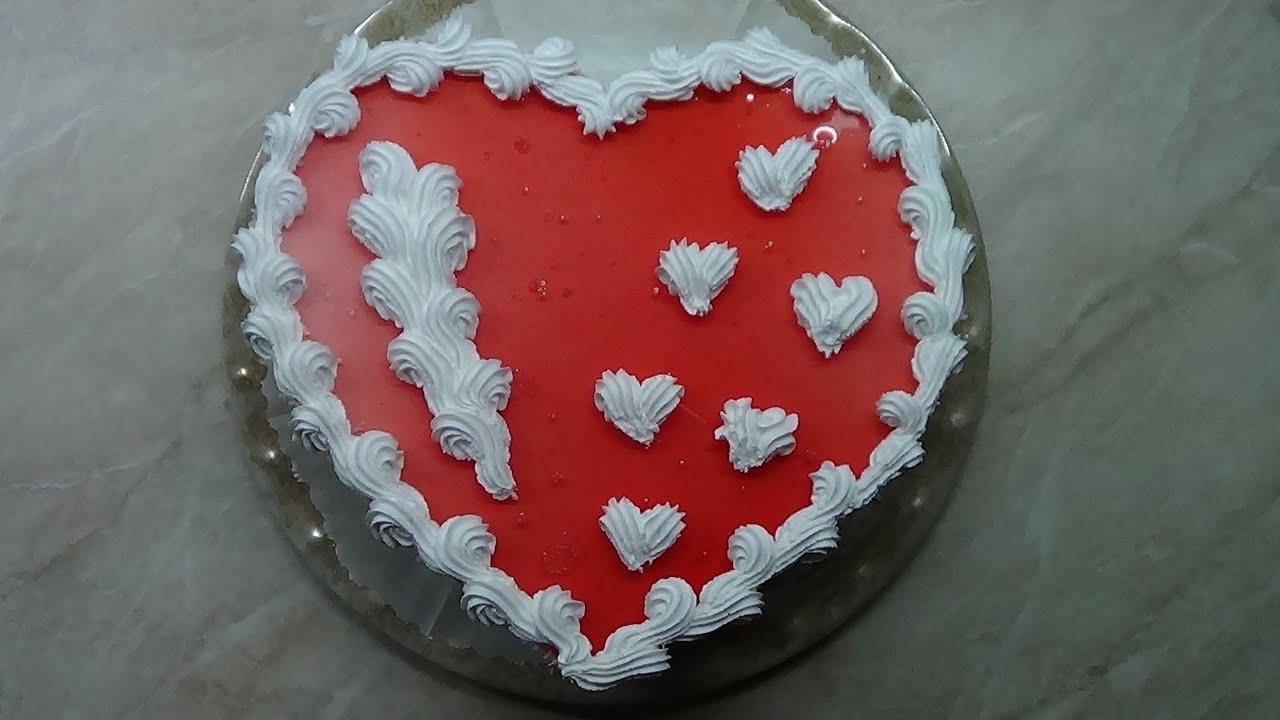 На торте в виде сердца в домашних условиях