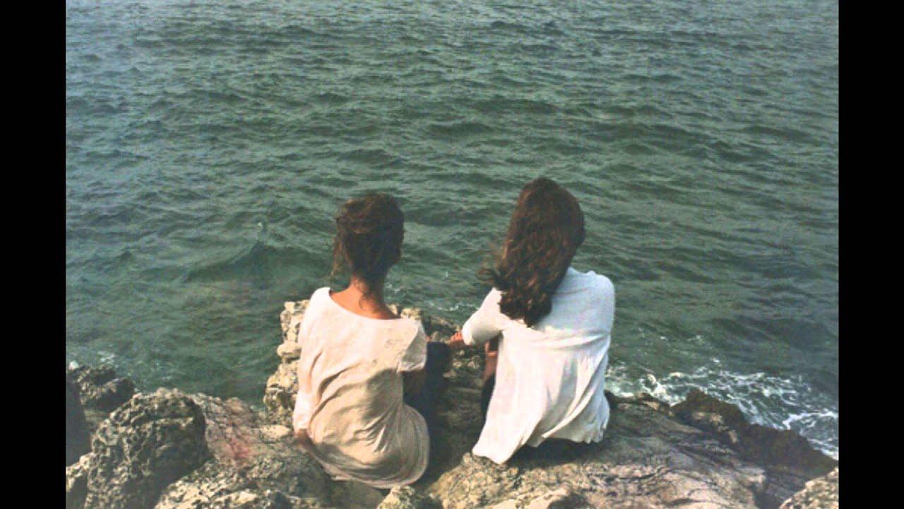 Фото двух девушек брюнеток 12 фотография
