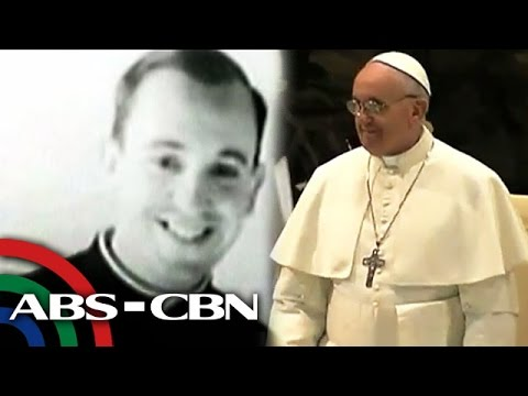 'Pope Francis worked as bouncer, had a girlfriend'