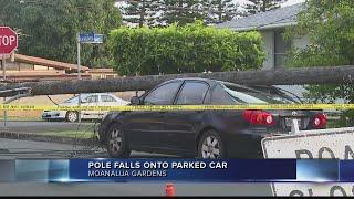 Pole falls onto car in Moanalua