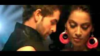 bipasha boobs show off............