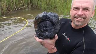 Metal Detecting Relics In The River: Amazing Finds!