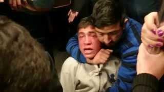 Flaite robando en el metro atrapado por la gente.