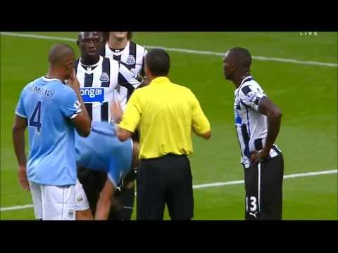 Manchester City vs Newcastle United Fight Btw Dzeko and Yanga-Mbiwa 19/08/2013HD