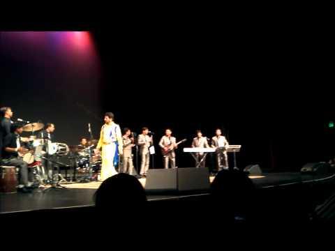 Gurdas Maan  - Lakh Pardesi Hoyiye & Peerh Song (Live in LAS...