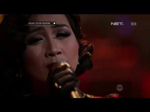 Astrid - Terpukau (Live at Music Everywhere) **