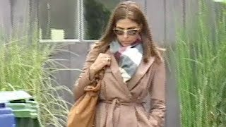 Eva Mendes Gets Caffeinated At Starbucks  [2008]