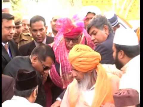 Bangladesh President offers prayers at Sufi saint shrine in India