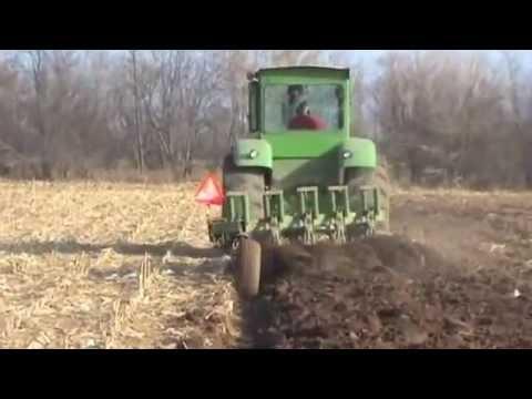 John Deere 5020 Plowing