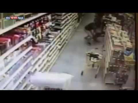 فيديو يخطف الانفاس؛ كيف أنقذت أمٌ ابنتها من الخطف؟