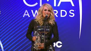 Download Lagu Carrie Underwood Stops By Backstage at the 2018 CMA Awards Gratis STAFABAND