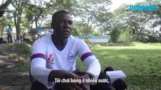 Vua phá lưới Amaobi: Giỏi tiếng Việt, khó tính khi đứng lớp