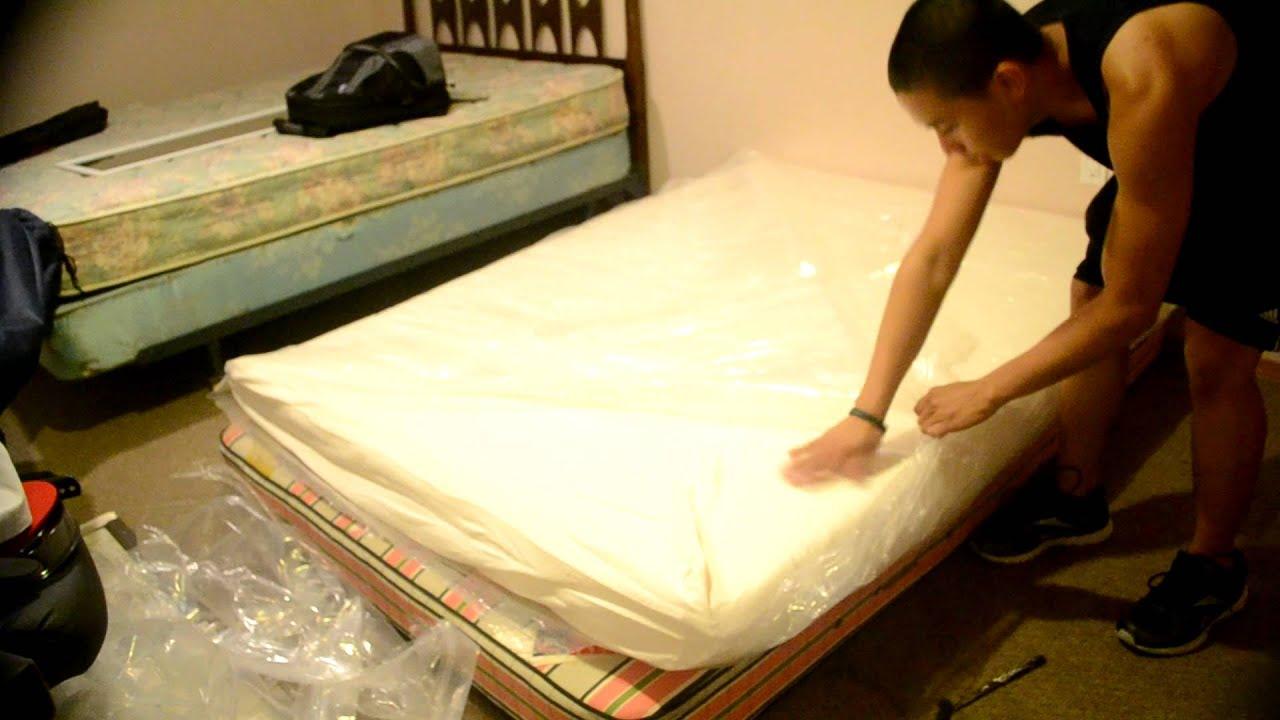 unboxing memory foam mattress signature sleep memoir 8 youtube. Black Bedroom Furniture Sets. Home Design Ideas