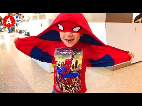 Супергерой Адам Развлекается в Торговом Центре - Распаковываем и Играем в Игрушки