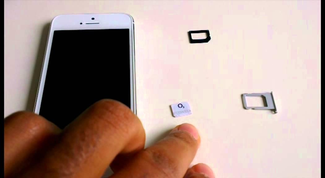 cut micro sim card to nano sim card for iphone 5 scissors