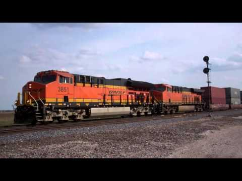 Fast BNSF action in Ancona, IL on the BNSF Chillicothe sub 04/24/16