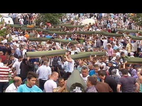 Il mondo ricorda Srebrenica. Su Karadzic seconda accusa di genocidio