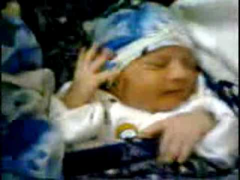 5minutes  old baby saying allah.wmv