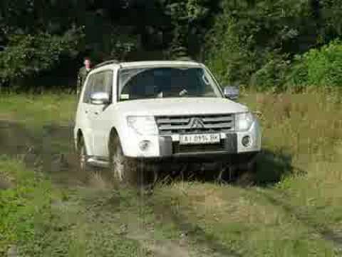 Mitsubishi Pajero Wagon передвижение по болоту