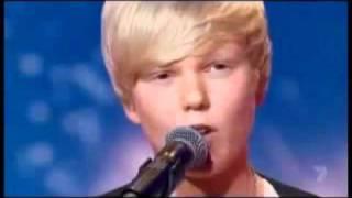 Garoto de 14 anos fez sucesso em show de talentos