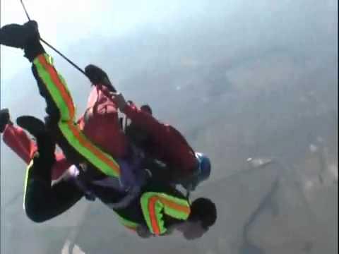 Tandem parachute accident sortie avion / Tandem skydive accident