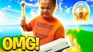 MY LITTLE BROTHER RAGES SO HARD ON FORTNITE THAT HE DESTROYS HIS XBOX!!! FORTNITE FUNNY MOMENTS! 😂