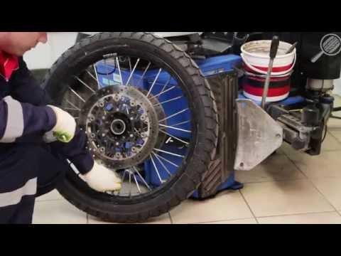 Демонтаж шины с колеса мотоцикла