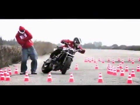 Классный дрифт на мотоцикле смотрим