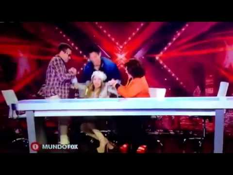 Belinda se cae de la silla en 'El Factor X'