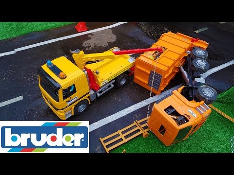 BRUDER toys garbage truck CRASH!