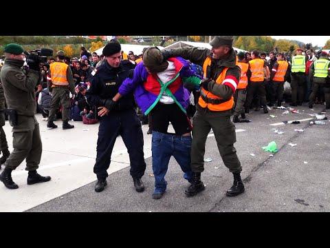 Tumultartigen Szenen FLÜCHTLINGE in Spielfeld/Österreich | Refugees Austria  22.10.2015