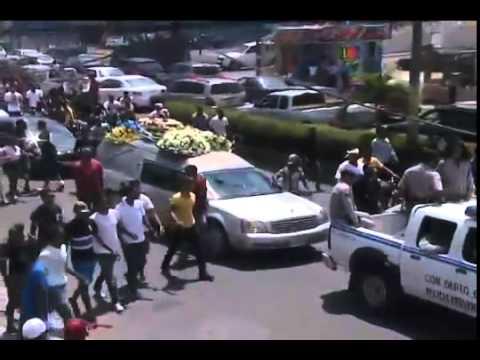 Lágrimas, tiros, bombas, alcohol y hasta drogas en entierro Monkey Black